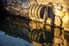Reflejos 2 - Ruedas (ramonarichter) Tags: motril fischereihafen hafen spiegelung autoreifen hafenmauer puerto reflejo muro agua ruedas nikond750