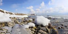 Cold beauty (R. M. Marti) Tags: invierno frío nieve rocas agua lago cielo winter cold snow rocks water lake sky ontario nubes clouds