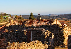 Vistas y ruinas (kirru11) Tags: ruinas casas veleta paisaje montes campo cielo pueblo villarroya larioja españa kirru11 anaechebarria canonpowershot