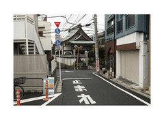 The Sidealleys of 谷中 Yanaka-Ginza (Melissen-Ghost) Tags: 谷中 tokyo japan streets topographics urban color fujifilm