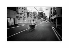 Tokyo - Asakusa (Punkrocker*) Tags: leica m7 voigtlander ltm colorskopar 21mm 214 wide film kodak trix 400 nb bwfp street city people tokyo asakusa japan japon nihon nippon travel
