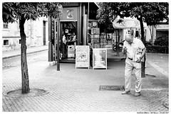 . . (Matías Brëa) Tags: calle street photography social documentary documentalismo personas people gente blanco y negro black white bnw mono monochrome monocromo