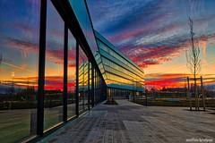 ...und jeden Morgen geht die Sonne auf! (...and the sun rises every morning!) (skruemel86) Tags: panasonic lumix fz82 sonnenaufgang reflexion reflexionen reflektion reflektionen gebäude architektur spiegelung himmel wolken hdr belichtungsreihe glas glasfassade fenster linien pflaster pflasterweg pflastersteine auto autos sunrise reflecion reflections building architecture sky clouds bracketing glass facade window lines band aid paving stones automobile cars