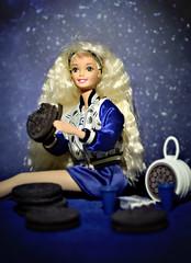 Lick (GothGeekBasterd) Tags: oreo barbie mattel retro 1997 doll blonde superstar fun cookie bmr twist turn
