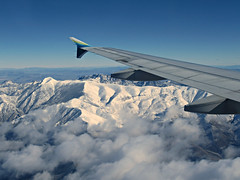 AS1902 SFO-LAS 16FEB2019 (kenjet) Tags: alaska alaskaairlines n835va airbus 320 a320214 a320 inflight wing winglet wingtip windowseat windowview fromthewindow aerial mountain west westernusa snow snowcapped