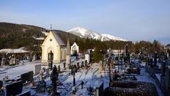 Kalt ist's im Winter... / It's cold in winter... (ursula.valtiner) Tags: landschaft landscape winter schnee snow friedhof cemetery mariazell steiermark styria austria autriche österreich