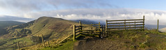 Mam Tor (l4ts) Tags: landscape derbyshire peakdistrict darkpeak hopevalley mamtor thegreatridge barkerbank gate fence panorama rushupedge lowcloud