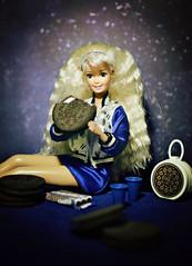 Twist (GothGeekBasterd) Tags: oreo barbie mattel retro 1997 doll blonde superstar fun cookie bmr twist turn