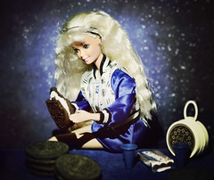 Dunk (GothGeekBasterd) Tags: oreo barbie mattel retro 1997 doll blonde superstar fun cookie bmr twist turn