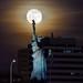 Eco-friendly streetlight 🗽🌕 (Gwenael B) Tags: statuedelaliberté liberty statue paris moon moonrise fullmoon pleinelune lune astro france nikond7500 photopills nightphoto city