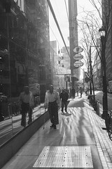 Midday Stroll (Taomeister) Tags: leicam6ttl summicronm50mmf2v ilfordhp5 philadelphia asa800