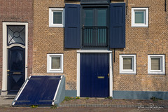 Blue Doors (DDD/TDD) (BraCom (Bram)) Tags: bracom bramvanbroekhoven ddd nederland netherlands schouwenduiveland tdd zeeland zierikzee bel blauw blinds blue bricks brievenbus deur deuren door doors facade fence gevel glas hatch hek jaloezieën luik mailbox onkruid raam sidewalk stenen stoep straat street trottoir weeds window