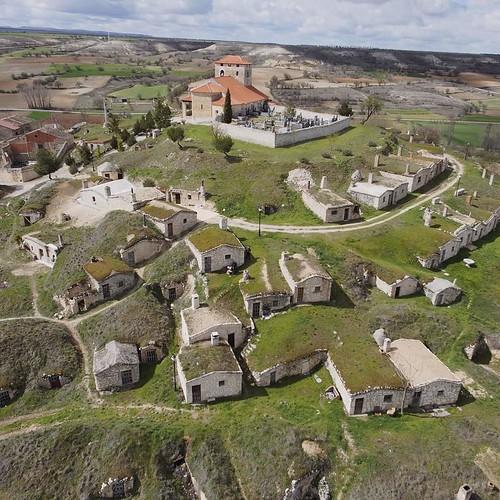 "Visita de la Junta Directiva de Hispania Nostra a las bodegas de Moradillo de Roa • <a style=""font-size:0.8em;"" href=""http://www.flickr.com/photos/141347218@N03/49393831828/"" target=""_blank"">View on Flickr</a>"