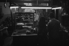 Corner Street Food (Taomeister) Tags: kodaktmax3200 p3200 canonsureshotwp1
