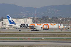 "ANA ""Star Wars BB-8"" Livery (JA789A) - LAX (jebzphoto) Tags: airlines airline airliner airliners airplane airplanes aviation aircraft plane planes planespotting flight los angeles international airport airports klax lax commercial ana al nippon airways star wars bb8 special scheme livery boeing 777"