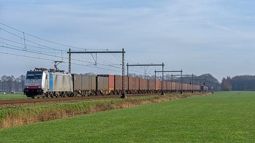 Teuge Lineas 186 446 met Volvotrein