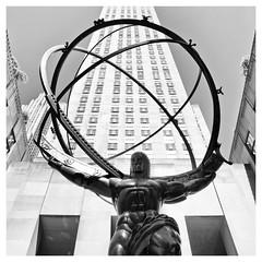 Rockefeller Center / New-York  I (Splitti68) Tags: amerika usa newyork manhatten rockefellercenter quadrat square skulptur wahrzeichen splitti splitti68 splittstöser splittstoesser schwarzweis sw blackwhite blackandwhite bw architektur architecture archtectur nikon nikond7100 d7100