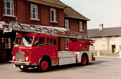 700 EJF (Emergency_Vehicles) Tags: 70 ejf leicestershire fire rescue turn table ladder