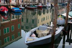 Storie di un 50(10) (giobertaskin) Tags: canon sottomarina chioggia fondamenta acqua canale sigma50art inseguendo barche barca luce riflessi riflesso