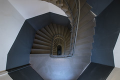 Mysteriously (Elbmaedchen) Tags: staircase treppenhaus architektur architecture escaliers escaleras interior geometrie upanddownstairs roundandround stairwell steps stufen stairs unterwegsmitmichaelhamburg