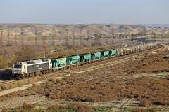 Escombreras con regalo (Mariano Alvaro) Tags: 333 394 renfe vossloh tren trenes valdemoro escombreras vicalvaro tolvas etanol