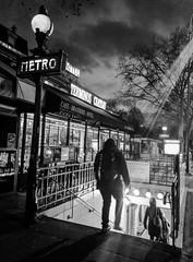 2020-01-15 - Mercredi - 15/366 - Caméra terminus - (Hubert-Félix Thiéfaine) (Robert - Photo du jour) Tags: france noiretblanc métro nb bouche janvier homme entrée vincennes terminus 2020 métropolitain hubertfélixthiéfaine camératerminus