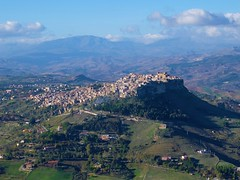Calascibetta (flo.ckr) Tags: sicilia sicily italien italy italia calascibetta enna vista landscape paesaggi landschaft mountain rock