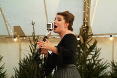 Harriet Jane performing at Vintage Yarmouth Christmas Market 2019 (Chi Bellami) Tags: