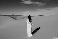 She tought  that she was alone.. but at last she discover, she always had the most important thing... herself. (ellemusmxli) Tags: mexicali baja california art arte naturaleza nature natura blanco y negro black white beauty belleza mujer women woman womens womans dama lady amor propio sky clouds cloud nube nubes perspective dunes dune sand loneliness soledad sould herself love algodon cotton border yuma mountains desert desierto vacaciones traveller travellers viajero viajeros