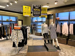 Bloomingdales Store Closing Sale The Falls (Phillip Pessar) Tags: bloomingdales store closing sale the falls luxury department mall shopping center open air lifestyle miami