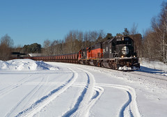 IC 6251- Fresh snow at Munger (Khang Lu) Tags: cn canadian national ic illinois central dmir duluth missabe iron range munger mn minnesota emd sd403 6251 train railroad locomotive curve