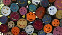 Bagnères-de-Bigorre (Hautes-Pyrénées, Fr) – Ornement dans une maison de retraite (caminanteK) Tags: sourire bagnèresdebigorre hautespyrénées bigorre occitanie joie alegría couleurs raduttore