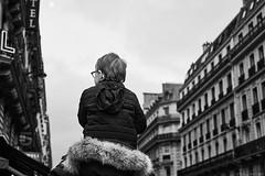 Kind (rainerneumann831) Tags: bw blackwhite street streetscene ©rainerneumann urban monochrome candid city streetphotography blackandwhite paris mann kind