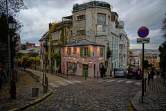 Montmartre - Paris / La Maison Rose (Pantchoa) Tags: paris france montmarte maisonrose restaurant ciel nuages pavés ruedessaules ruedelabreuvoir maison 18° soir lumières rue z50 nikon hybride