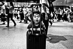 Peekaboo (Victor Borst) Tags: groen street streetphotography streetlife real reallife asian asia asians faces face candid city cityscape citylife osaka mono monotone monochrome urban urbanroots urbanjungle blackandwhite bw fuji fujifilm xpro2 expression expressions japan japanese