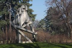Parco Sempione (mitue) Tags: mailand milano milan giorgioamelioroccamonte chiscoscultura 1973 nks
