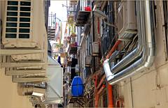 Dans le vieux Palerme, Sicile, Italie (claude lina) Tags: claudelina italia italie italy sicilia sicile sicily palermo palerme ville town cita architecture