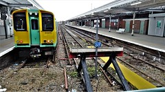 313213 at Bognor Regis. (ManOfYorkshire) Tags: 313213 class313 electric multiple unit emu southern trains station buffers platform thirdrail train railway sussex england
