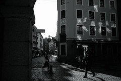 light and shadow@old town, Düsseldorf (Amselchen) Tags: street photography city germany dof season winter sonyilce7rm2 leica leicarlens elmaritr12835 lightandshadow twop pedestrians blackandwhite monochrome