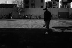 DSC04782D Street (soyokazeojisan) Tags: japan osaka city street people winter sunlight bw blackandwhite monochrome digital sony rx100ⅵ 2019 大晦日