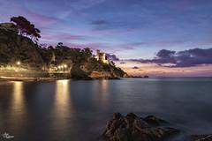 Amanece en Lloret de Mar (Urugallu) Tags: lloret gerona girona cataluña costabrava castillo mar costa amqanecer reflejos cielo luz color playa joserodriguez urugallu canon flickr arboles