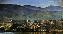 Castropol-Asturias (alanchanflor) Tags: canon color exterior paisaje pueblo ría mar montañas verde iglesia torre azul asturias castropol españa