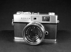 Konika Auto S2 (Mattia Camellini) Tags: nikonem analog pellicola fomapan100 biancoenero monochrome vintagecamera mattiacamellini mir24n235mm sovietlens cameraporn konicaautos2 ilfosol3