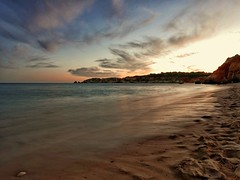 Últimos minutos de luz (jantoniojess) Tags: praiadovau portugal algarve paisaje landscape arena sand beach playa playadevau sunset ocaso panasoniclumixlx100 exposiciónlenta portimao costaportuguesa nubes clouds