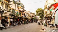 Hanoi's street at Old Quarter (Lцdо\/іс) Tags: hànội hanoi hoian viêtnam vietnam asia asian asie asiatique southeast southeastasia lцdоіс temple street strasse old quarter oldcity town life vie rue