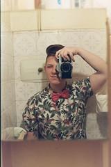 selfie / on film (aldanakotler) Tags: selfieonfilm selfie onfilm lesbiana lesbian flowers flores fotografiaanalogica fotoanalogica fotosanalogicas analoguepeople analogicas analogica analogue kodakcolorplus200 kodakcolorplus kodak lomography lomography800 pentaxk1000 pentax