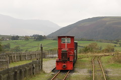RAILWAY WITH A VIEW (Malvern Firebrand) Tags: threlkeld quarry keswick 101019 diesel loco hunslet engine co ltd 2254 1940 preserved preservation narrowgauge stock coaches outdoors view landscape hills countryside scenic scenery rural locomotive cumbria museum 2019