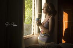 um Belo amanhecer (Bruno_Caimi) Tags: girl woman coffe café manhã janela window luz light indoor paz tranquilidade sossego calma calm vapor blonde loira casa esposa