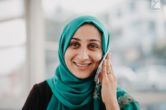 On the phone ! (Yannick Charifou Photography ©) Tags: nikon d850 afs58mm14g bokeh wideopen depthoffield dof iphone apple portrait messika bague famille familly phone smile sourire