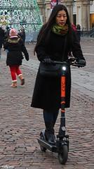 luci accese sempre (archgionni) Tags: strada street gente people colori colours città city ragazza girl luci lights monopattino scooter